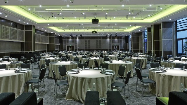 Grange Tower Bridge Hotel Venue Hire EC1- Function room set out with round tables for a lunch conference
