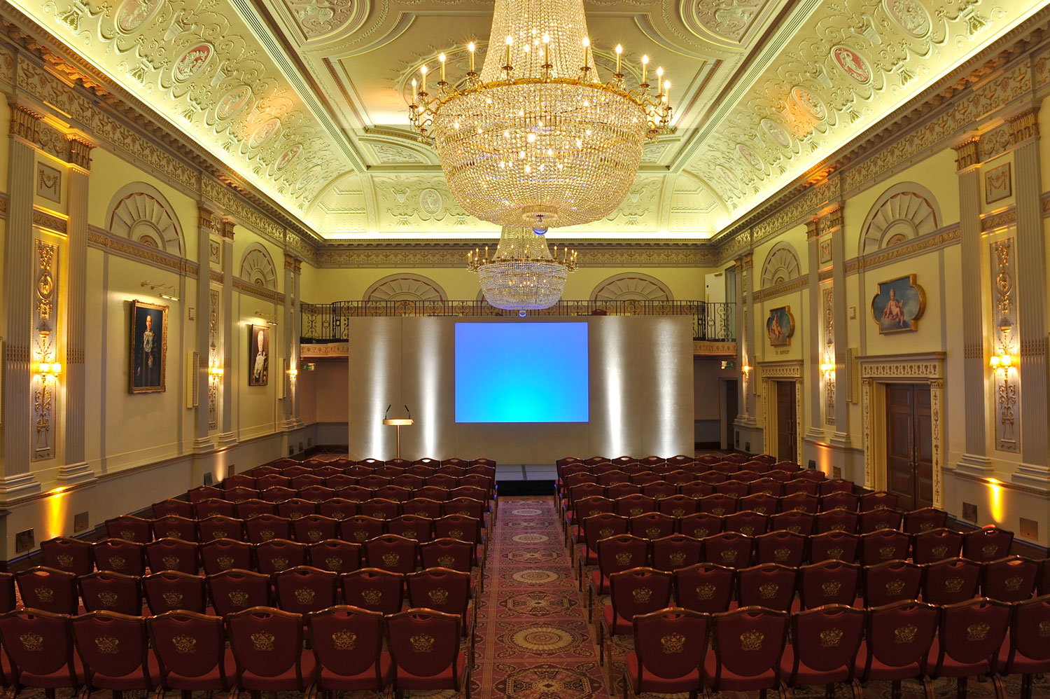 One London Wall Venue Hire EC2, meeting space, theatre style seating, chandeliers, stunning interior