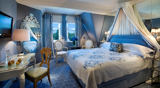 Milestone Hotel Venue Hire W8 deluxe king suite