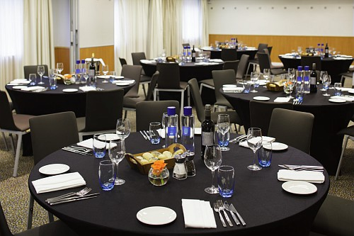 Novotel City South Venue Hire SE1 banqueting tables
