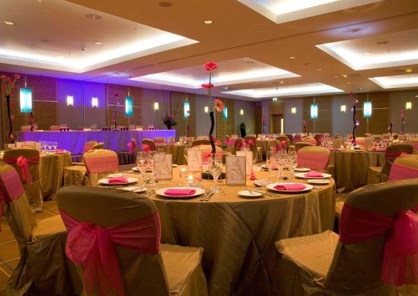 Hilton Canary Wharf Shared Christmas Party E14, brown and pink set up