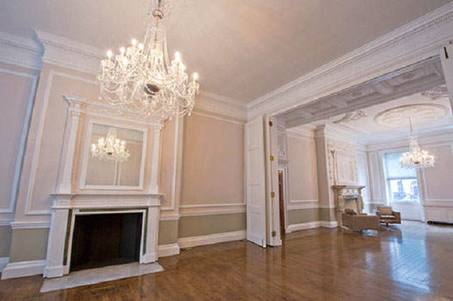 29 Portland Place Shared Christmas Party W1. Picture of large spacious room with chandellier in centre of room.