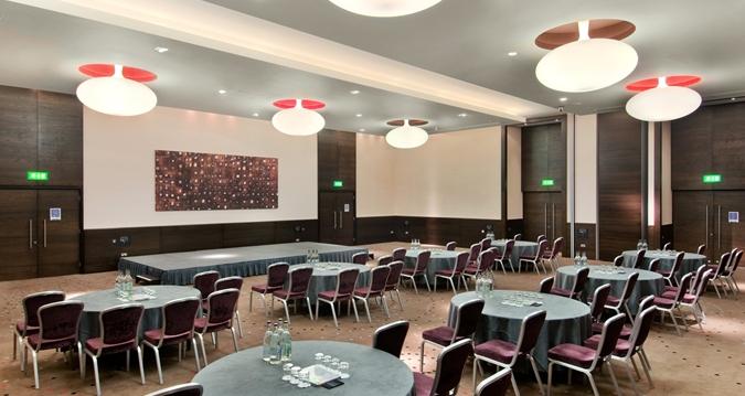 Hilton London Tower Bridge Venue Hire SE1, cabaret set up