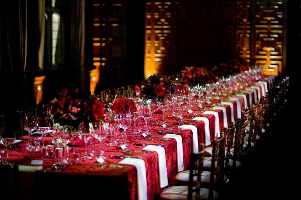Two Temple Place Venue Hire WC2, stunning tables, banqueting, flower pieces and linen