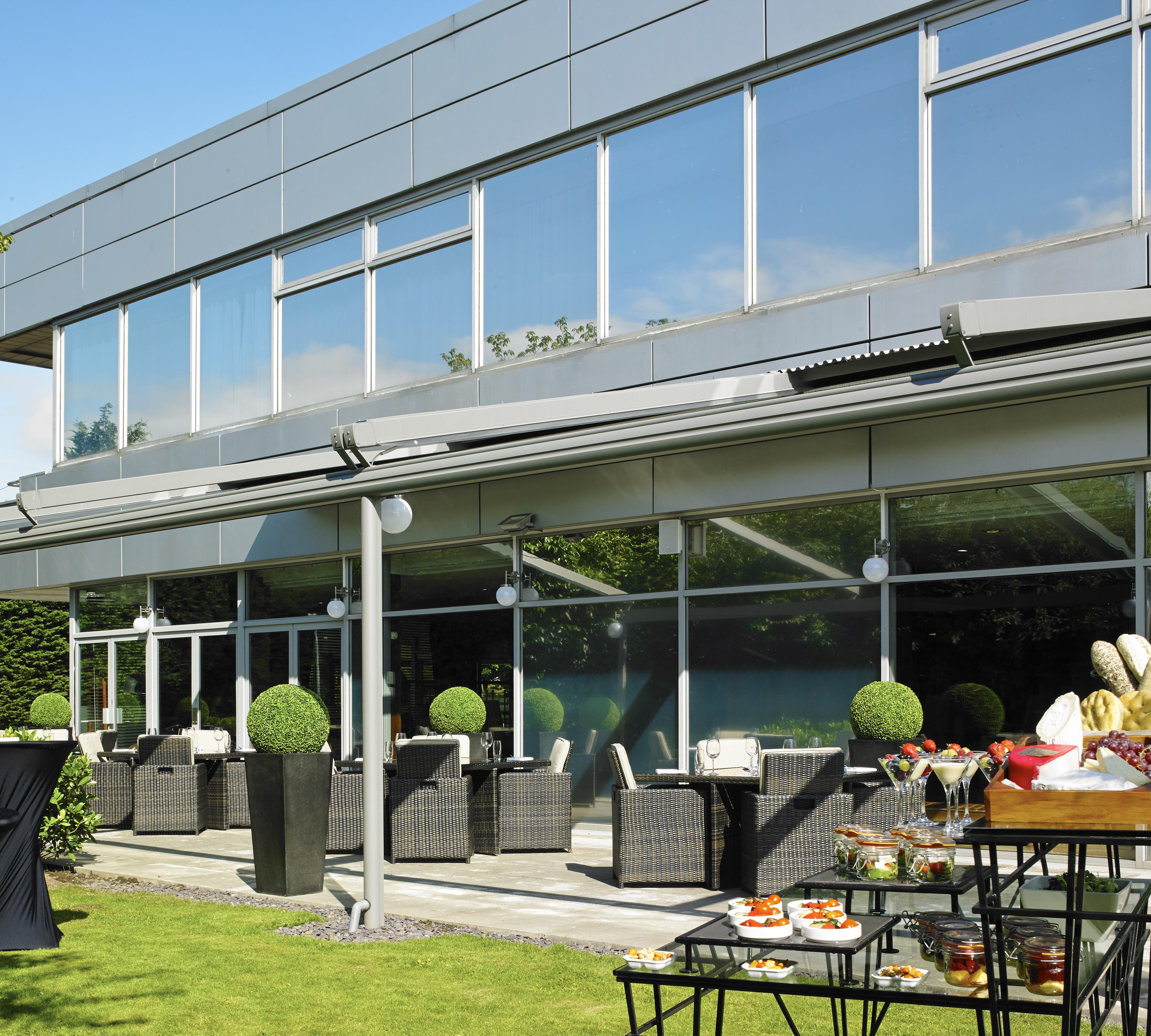 Edinburgh Marriott Hotel Summer Party EH1 outdoor patio of venue