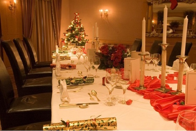 Rubens At The Palace Christmas Party SW1. Beautiful layout for christmas dinner. with festive colours of decor
