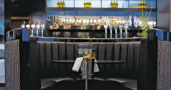 Hilton Liverpool Venue Hire L1, bar area with champagne