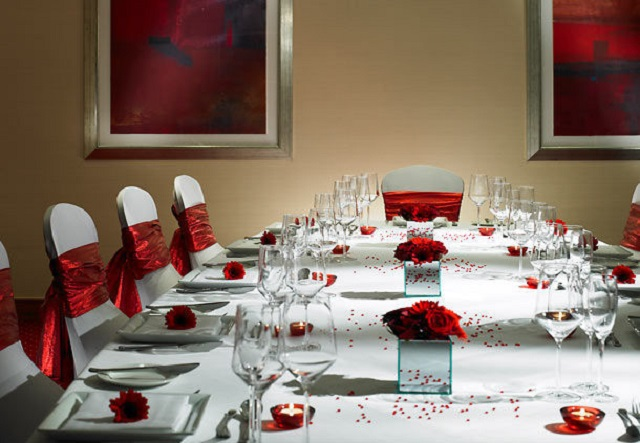 Dining room table set pout for christmas. Marriott Heathrow Windsor Hotel Christmas Party SL3