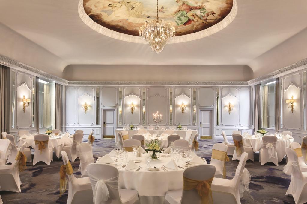 Hilton Brighton Metropole Venue Hire BN1, grand ball room with glass chandelier