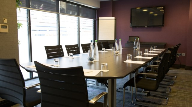 DoubleTree West End Venue Hire WC1, boardroom style meeting room, plasma scree natural daylight