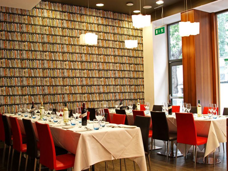 Ambassadors Bloomsbury Venue Hire WC1, private dining in the library