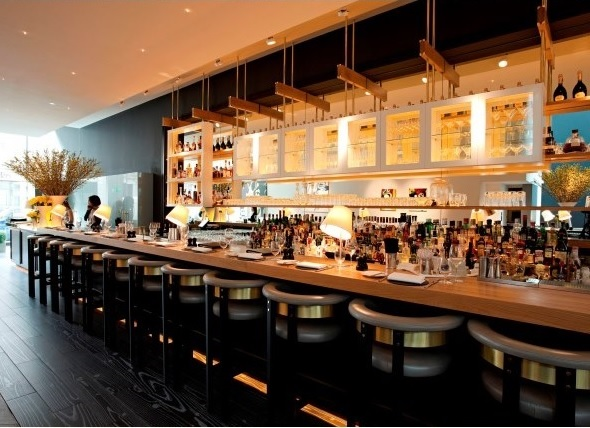 View of the bar with bar stools at the Avenue Venue Hire SW1