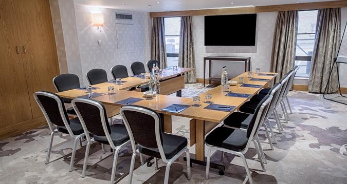 Hilton London Kensington Venue Hire W1, class room set up for meeting