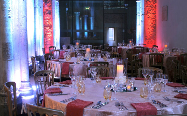78 Bishopsgate Christmas Party EC2, Christmas party set up, table linens, red uplighters