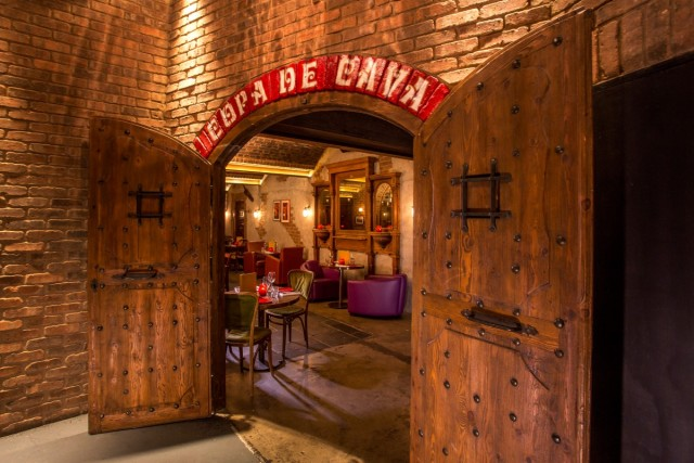 Copa de Cava entrance with large oak doors leading into the underground private space Camino Blackfriars Christmas Party EC4