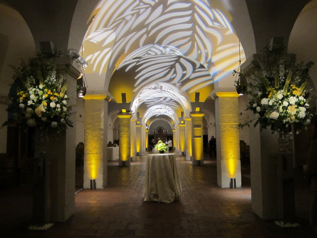 St Pauls Cathedral Christmas Party, stunning interior, uplighting, flower decorations, drinks reception area