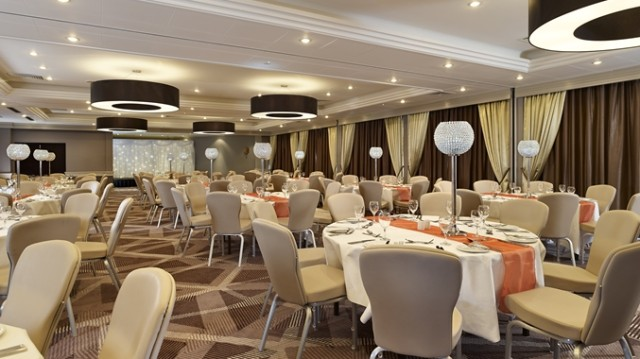 DoubleTree Hilton Ealing Shared Christmas Party W5, seated dinner, stunning centre pieces, table decorations