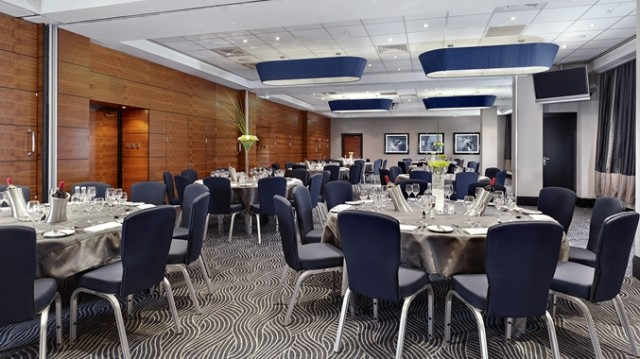 DoubleTree Hilton Victoria Venue Hire SW1, seated dinner, centre pieces, natural daylight