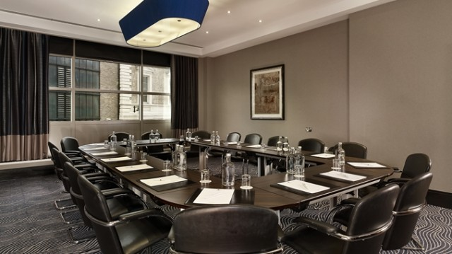 DoubleTree Hilton Victoria Venue Hire SW1, boardroom style meeting, natural daylight