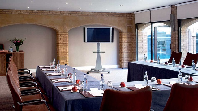 Ettington Park Hotel Venue Hire CV37. meeting room with lots of daylight.