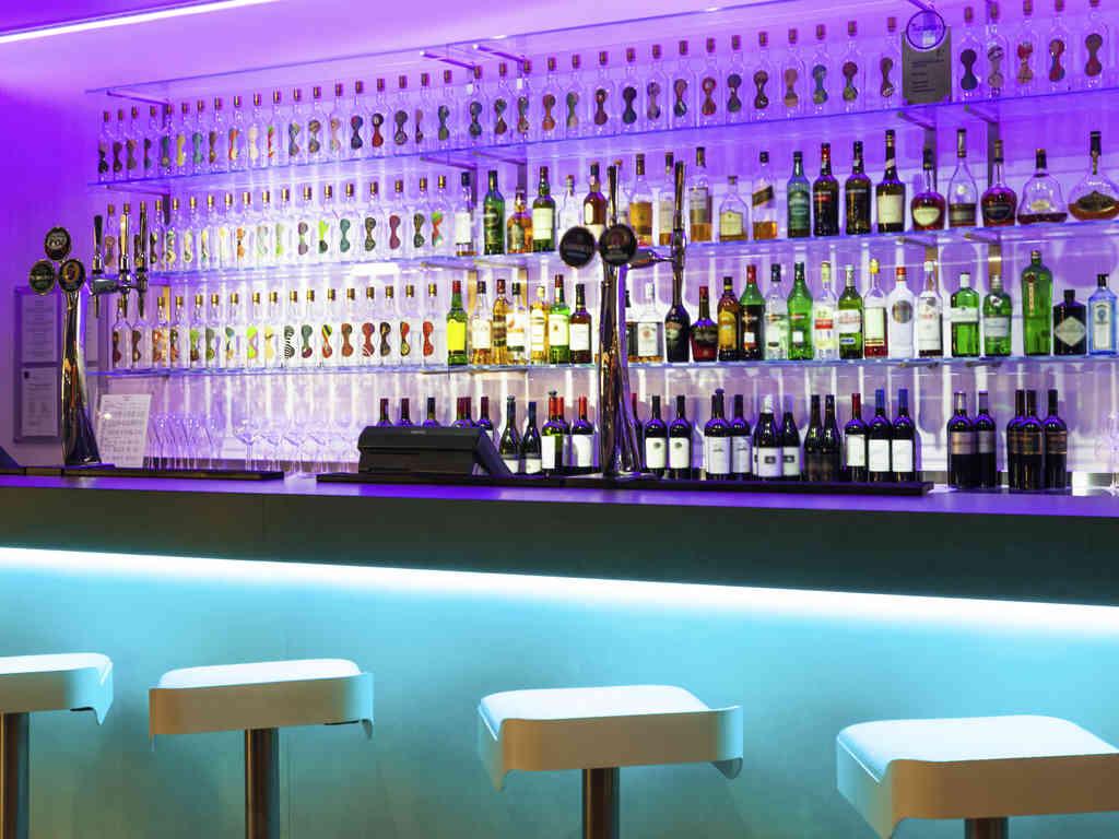 Novotel Paddington Christmas Party W2, bar with blue and purple lights