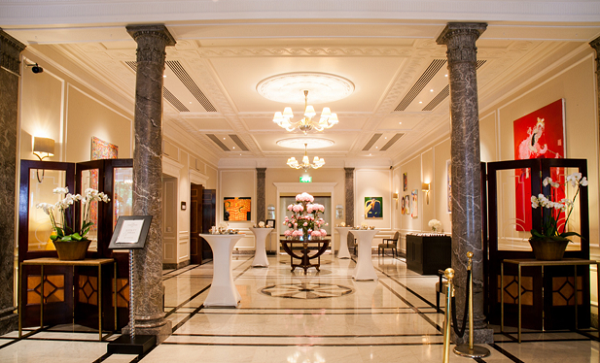 Hyatt Regency London Churchill Venue Hire W1H. Reception area of hotel with hiogh ceilings and marble fllorring