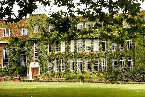 Regents Conference and Events Summer party NW1 Ivy going around building with well looked after grounds