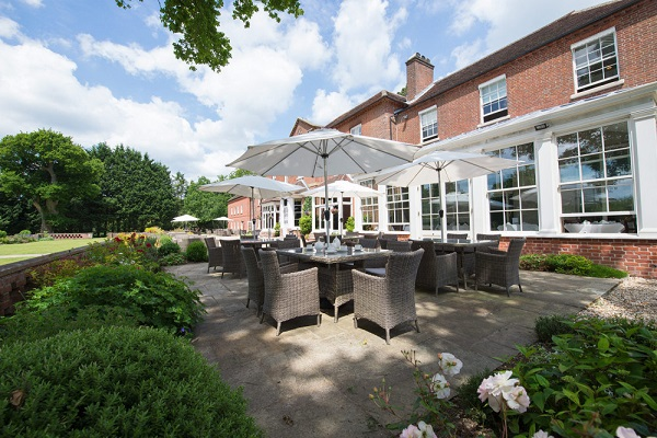 Bartley Lodge Hotel Hotel SO40- Outside patio area used for lunch meetings