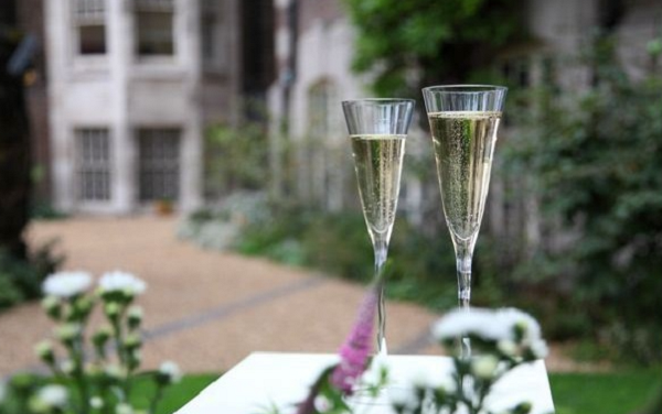 45 Millbank Summer Party Venue SW1- Summer party drinks in the grounds