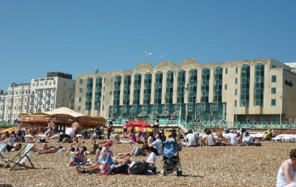 Thistle Brighton Conference Venue BN1- Guests enjoying the beach outside the venue