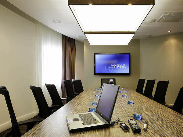 Novotel Manchester Conference M1 boardroom meeting with screen up the front