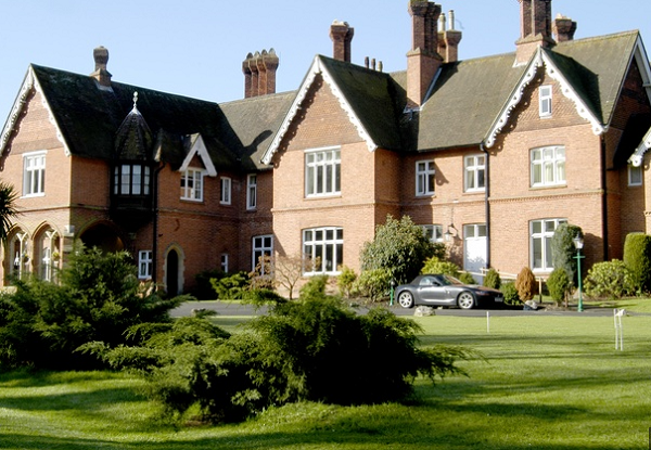 Audleys Wood Hotel Venue Hire RG25- Exterior shot of the hotel